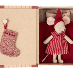 14-9720-01_christmas_mouse_in_book_big_sister Kongelundgaard Maileg2